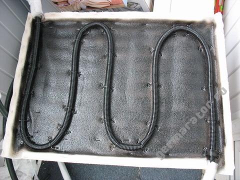 Тестовый солнечный коллектор со змеевиком из обычного шланга