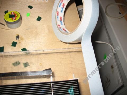 Борта батареи делаем из монтажной ленты