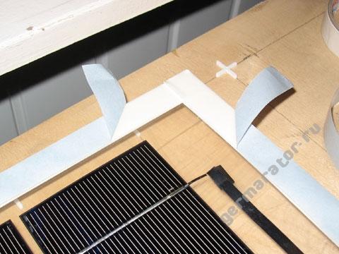 Снять и загнуть защитную бумагу на концах отрезков ленты