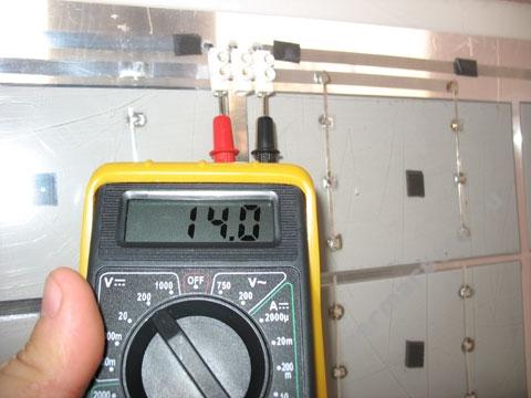 Тест солнечной батареи на закате - 14 вольт